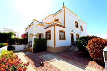FOR SALE QUAD VILLA 3 BEDROOM 2 BATHROOM COMMUNITY POOL ENTRE NARANJOS COSTA BLANCA