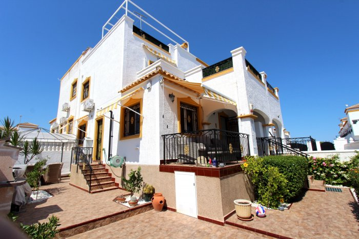 QUAD VILLA 3 BEDROOM 2 BATHROOM FOR SALE ENTRE NARANJOS