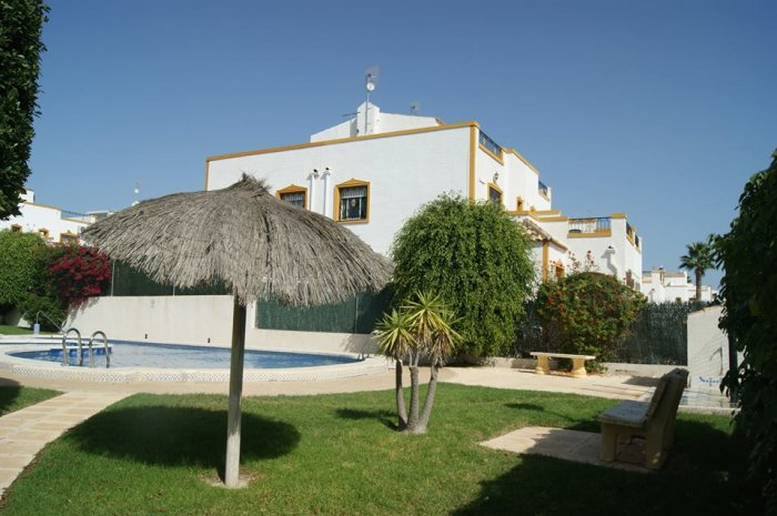 QUAD VILLA  OVERLLOKING POOL   3 BEDROOM 2 BATHROOM ENTRE NARANJOS COSTA BLANCA