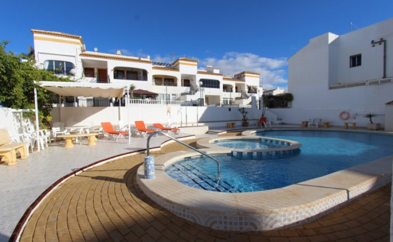 RVS841GF.  REDUCED, GROUND FLOOR 2 BEDROOM APARTMENT FOR SALE ENTRE NARANJOS COATA BLANCA SPAIN