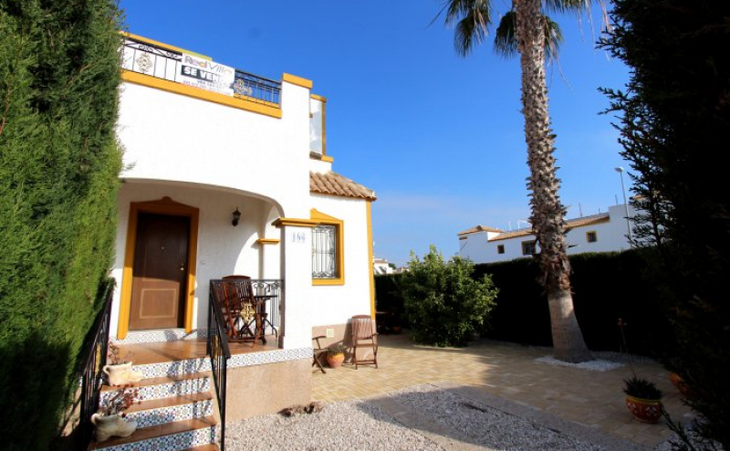 RVS186CQ. well above average SOUTH FACING, 3. bed, 2 bath. Corner Quad home. close to bars,shops and restaurants. Costa Blanca Spain.