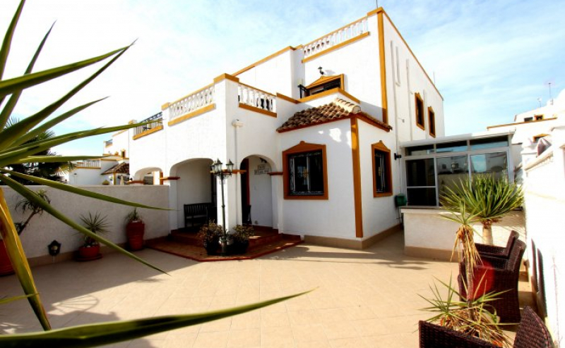 3 BEDROOM 2 BATHROOM QUAD VILLA WITH EXTENDED ULTRA MODERN KITCHEN