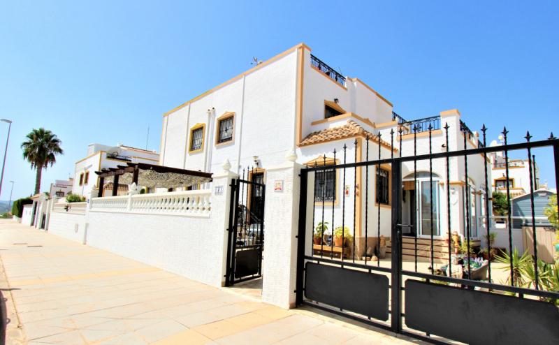 VISTABELLA GOLF.3 BED 2 BATH MODERISED QUAD HOME. MUST BE VIEWED.